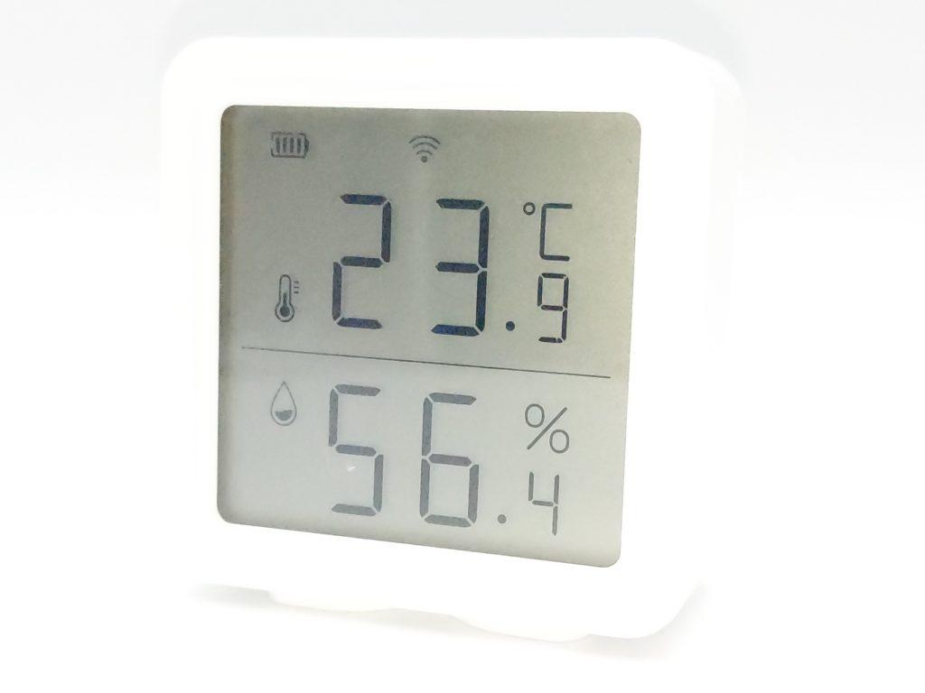 L'écran de la station météo Kecheer vous affiche la temprature, le taux d'hygrométrie ainsi que le niveau de la batterie et le signal Wi-Fi