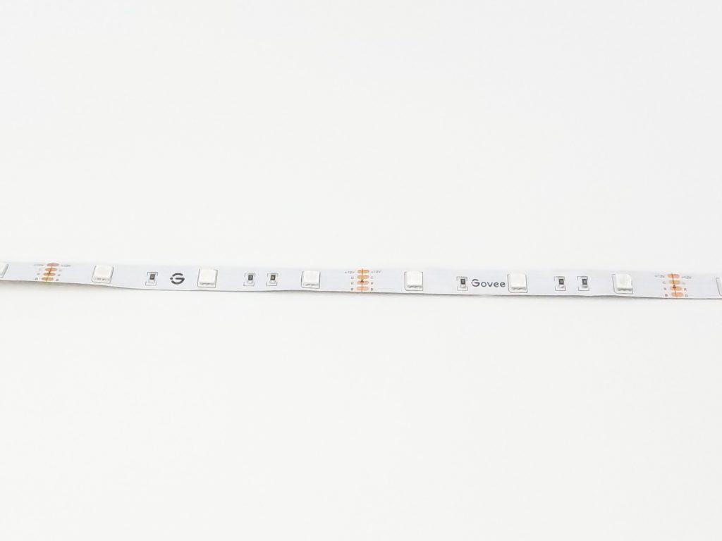 Le ruban fait 5 mètres et comprend 150 LED RGB