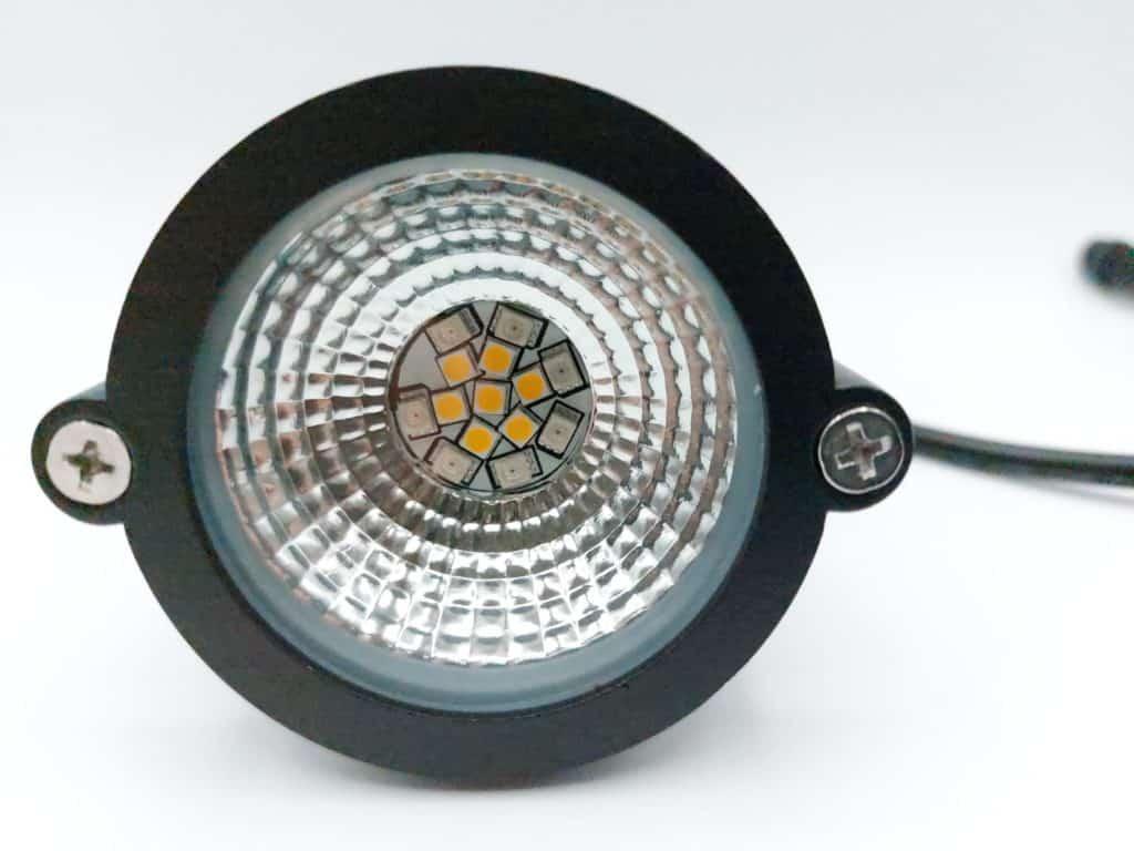 les spots Innr outdoor sont équipés de 14 LED pour un flux lumineux de 230 lm chacun