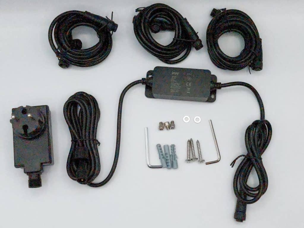 L'outillage et le cable des spots Innr Smart outdoor