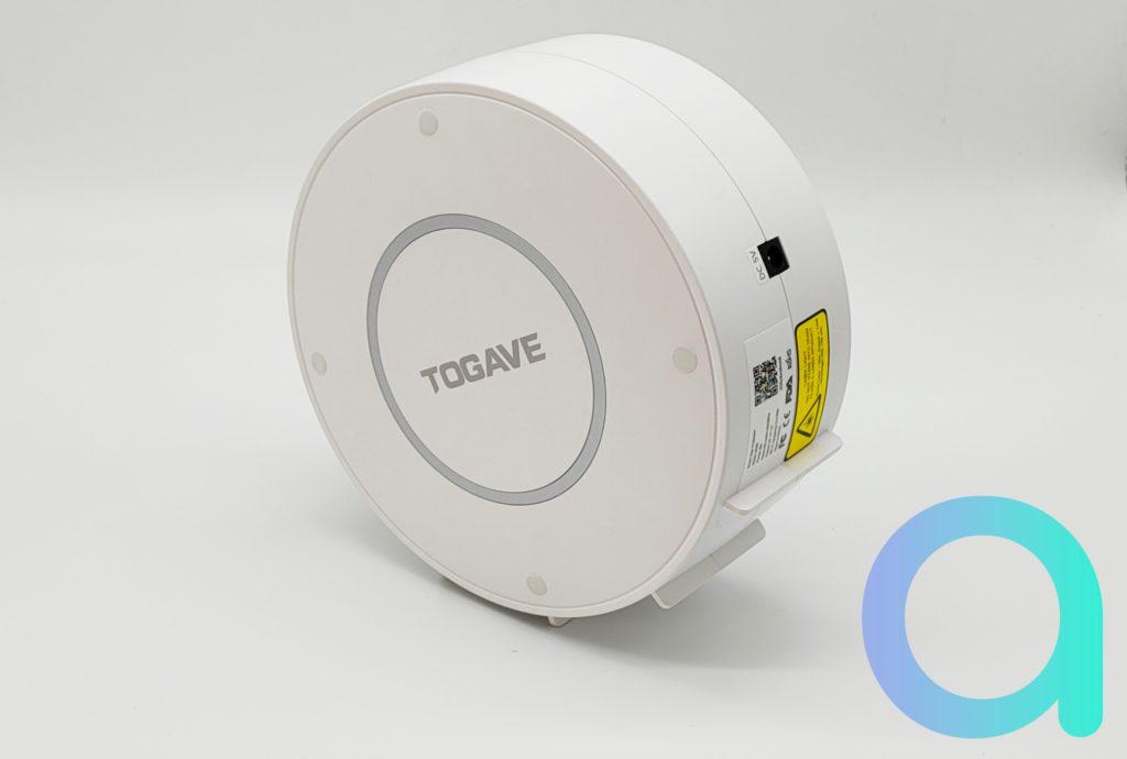Le projecteur connecté Wi-Fi Togave est équipé de plusieurs patins permettant de choisir l'angle d'inclinaison pour la projection