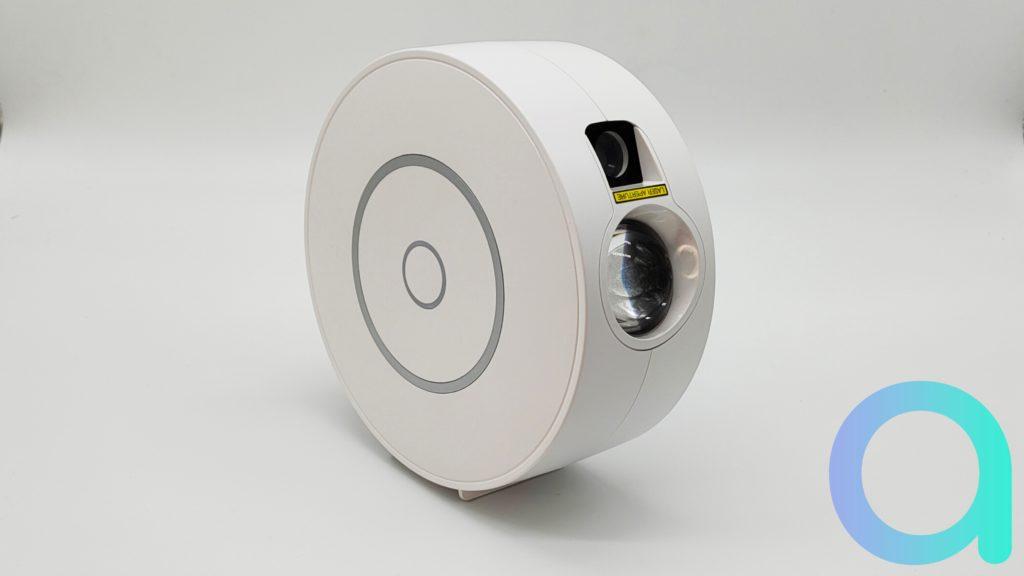 Le projecteur de nébuleuse Togave ne fait que 16.2 cm de diamètre pour 6.8 d'épaisseur