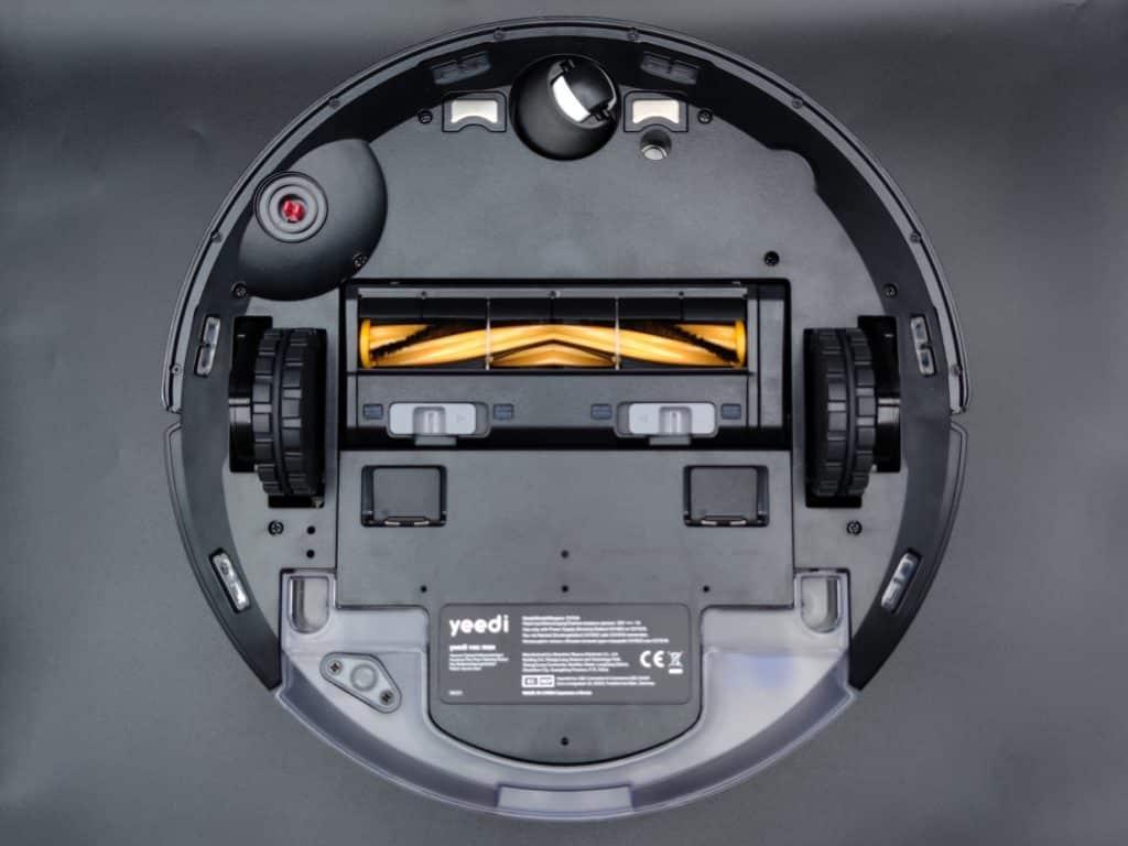 Sur le ventre le robot aspirateur Yeedi vac max présente toutes ses spécifications