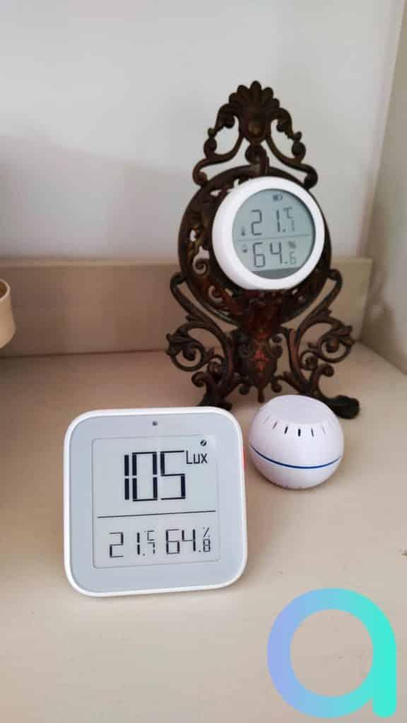 La température et le taux d'hygrométrie comparés à d'autres appareils sont conformes