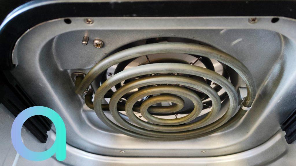 C'est grâce à la résistance de 1500W que les aliments vont être dorés et cuit à point dans la cuve de la friteuse Air Fryer de BlitzHome BH-AF2