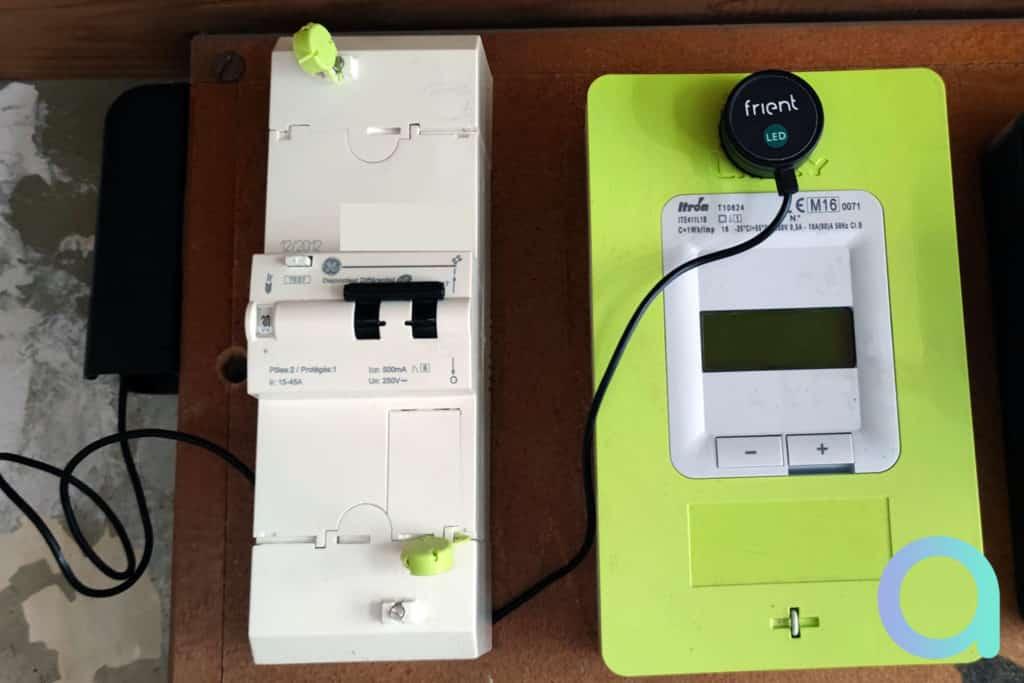 Installation du capteur Frient sur le compteur électrique Linky