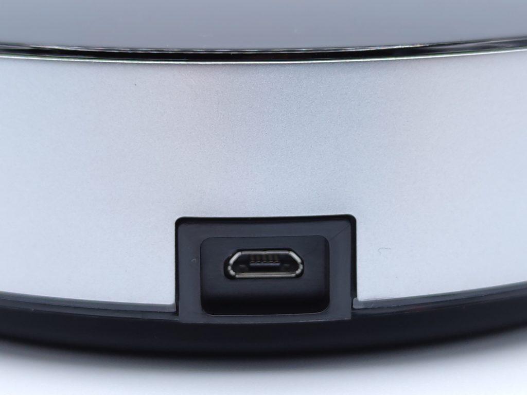 Le port micro USB du Brige Homey à l'arrière de la box